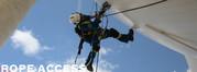 Промышленные альпинисты,  монтажники высотники,  верхолазы выполнят